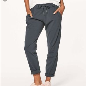 Lululemon On the Fly Pants 4 Dark Shadow